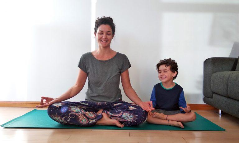 Mindfulness y yoga para niñxs: 12 beneficios y cómo practicar en casa