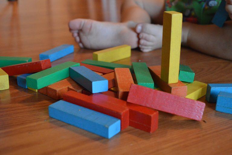 """""""Juguetes Montessori"""": ¿por qué elegirlos y cómo aprovechar todos sus beneficios?"""